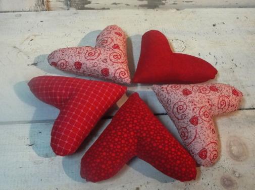 Dark Red / Pink Tones Primitve Valentine Hearts