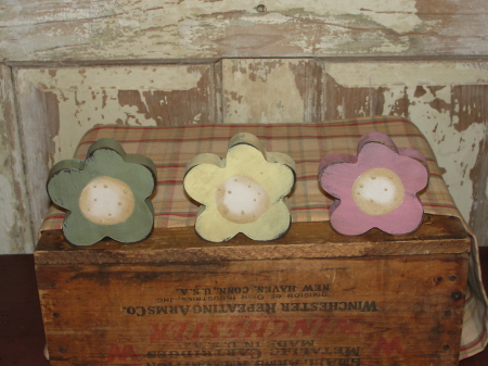 Primitive Pastel Spring  Wood Daisy Sitters