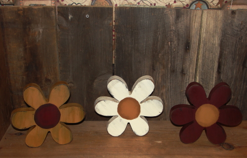 Large Primitive Daisy Shelf Sitters
