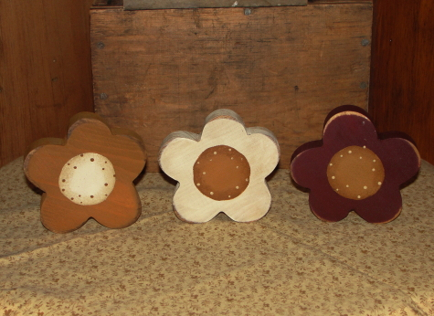 Primitive Wood Daisy Shelf Sitters