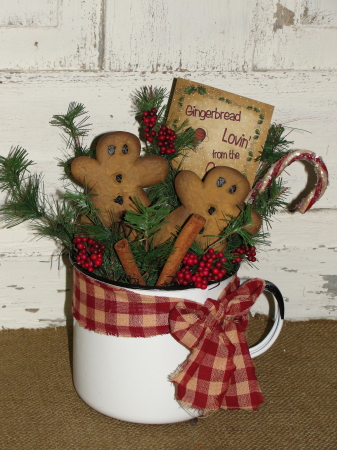 Primitive Resin Gingerbread Arrangement in Granite Tinware